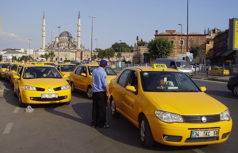 Из аэропорта Стамбула в город на такси