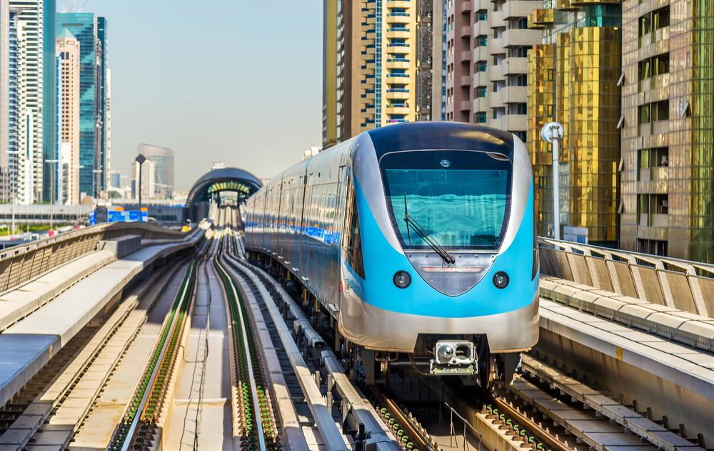На метро в аэропорт Дубаи