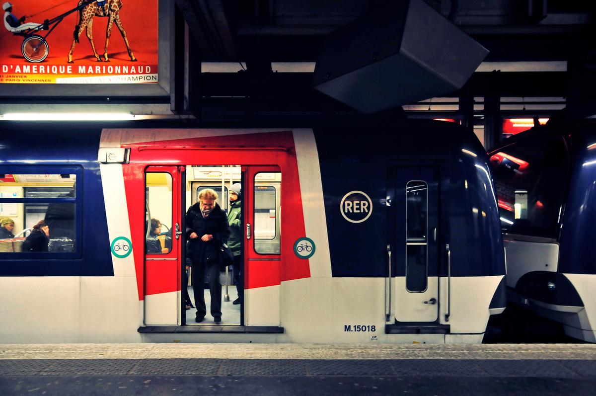 Электричка RER из Шарль-де-Голль