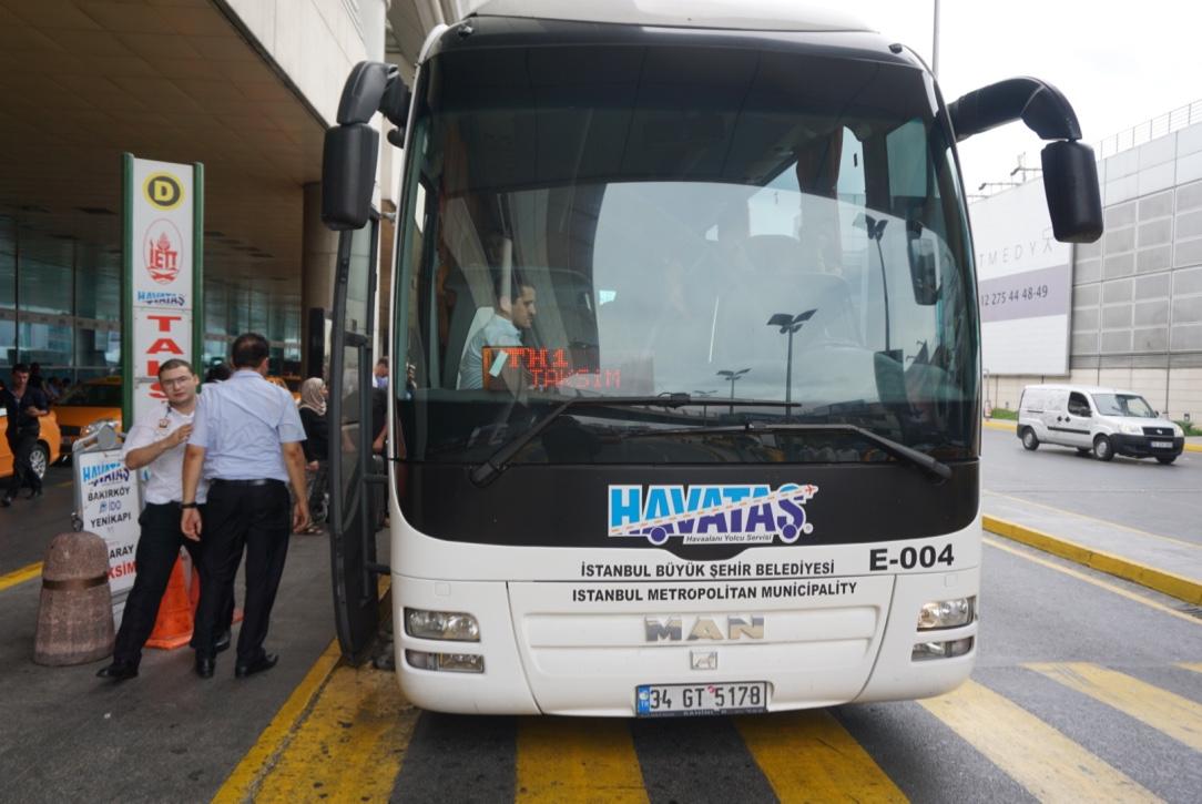На автобусе из аэропорта Стамбула в город