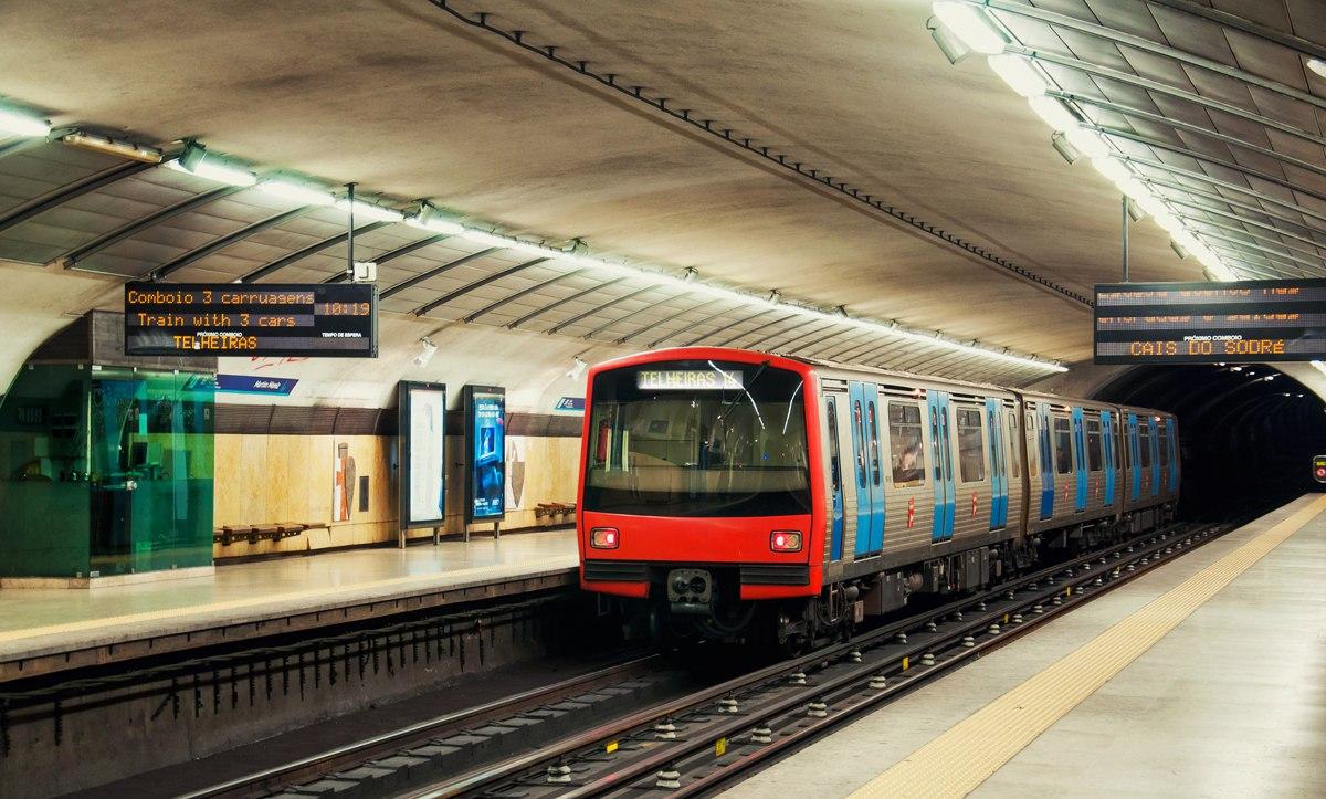 Метро из аэропорта Лиссабона в центр