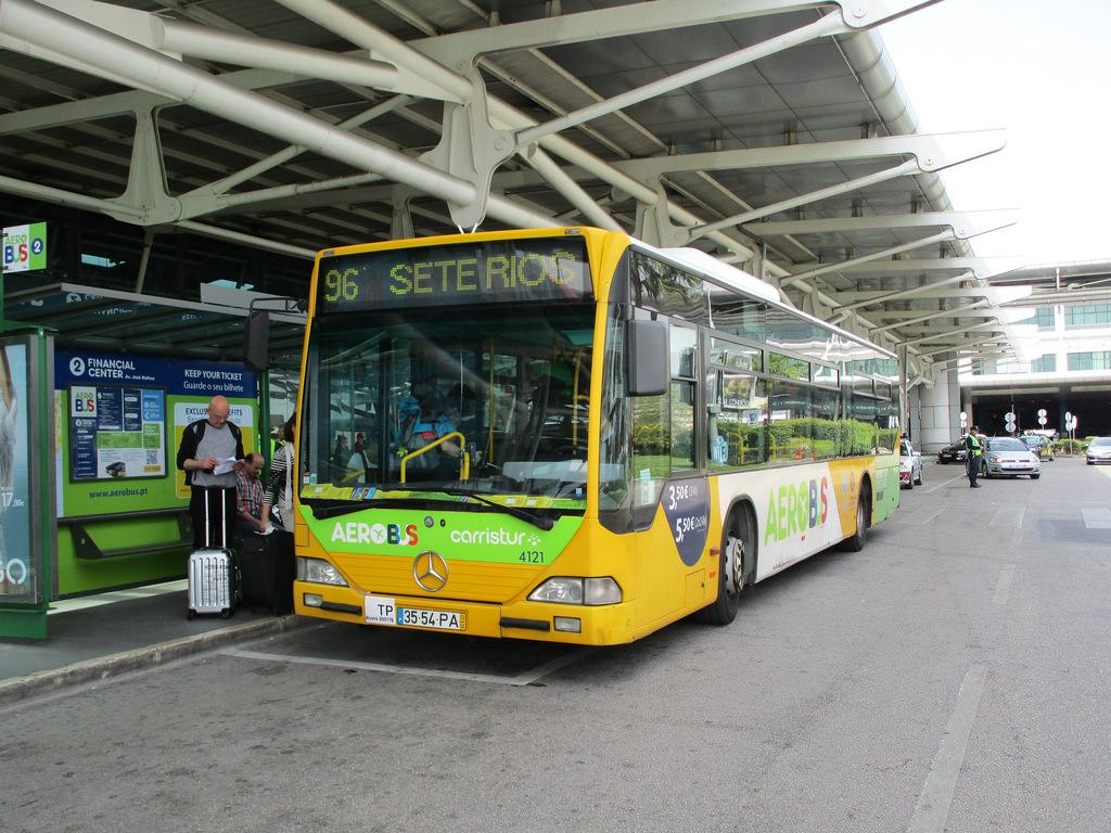 Из аэропорта Лиссабона в город на автобусе