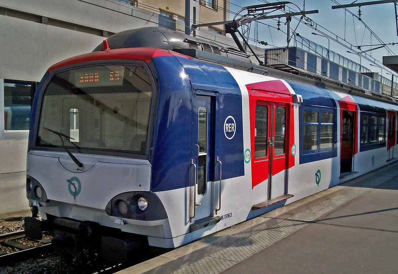Электричка RER из Парижа в Версаль