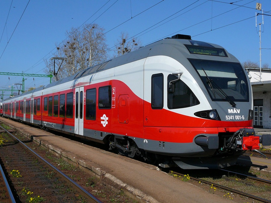 Поезд из аэропорта Будапешта в город