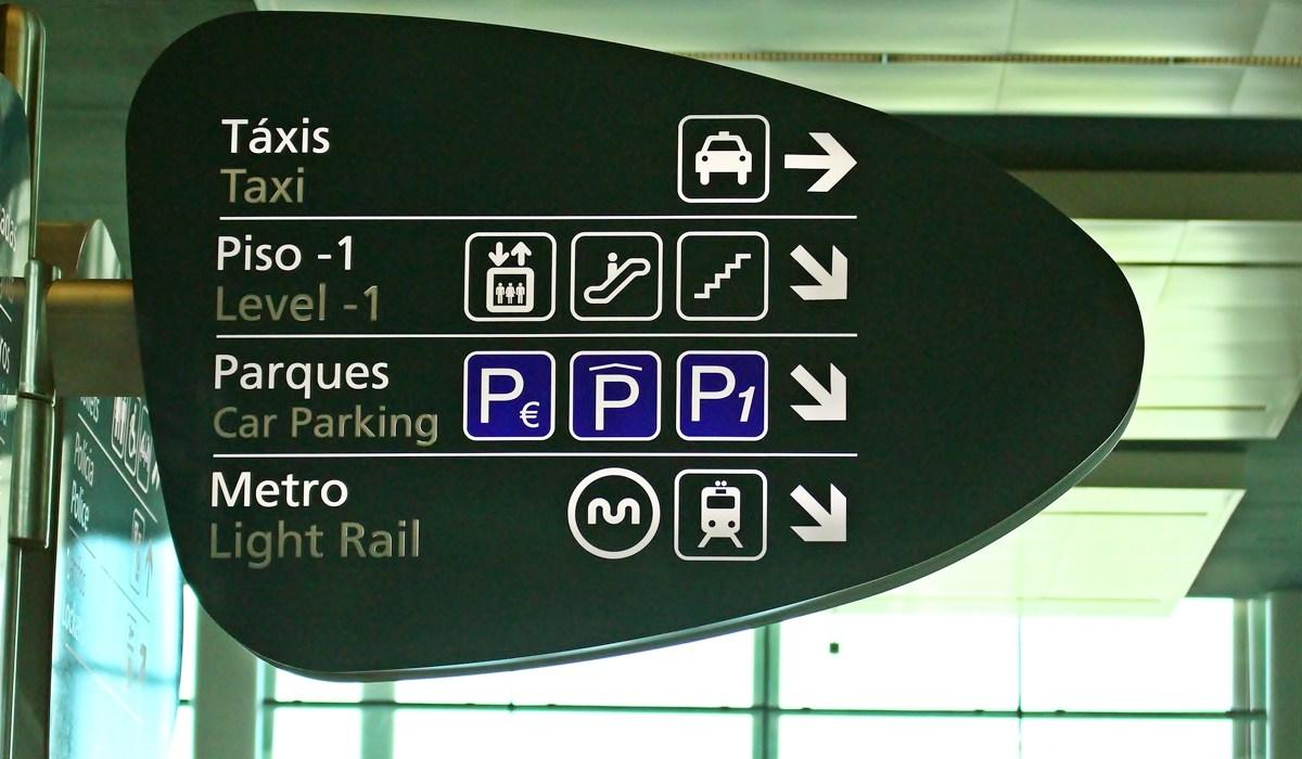 Из аэропорта Порту в город на метро