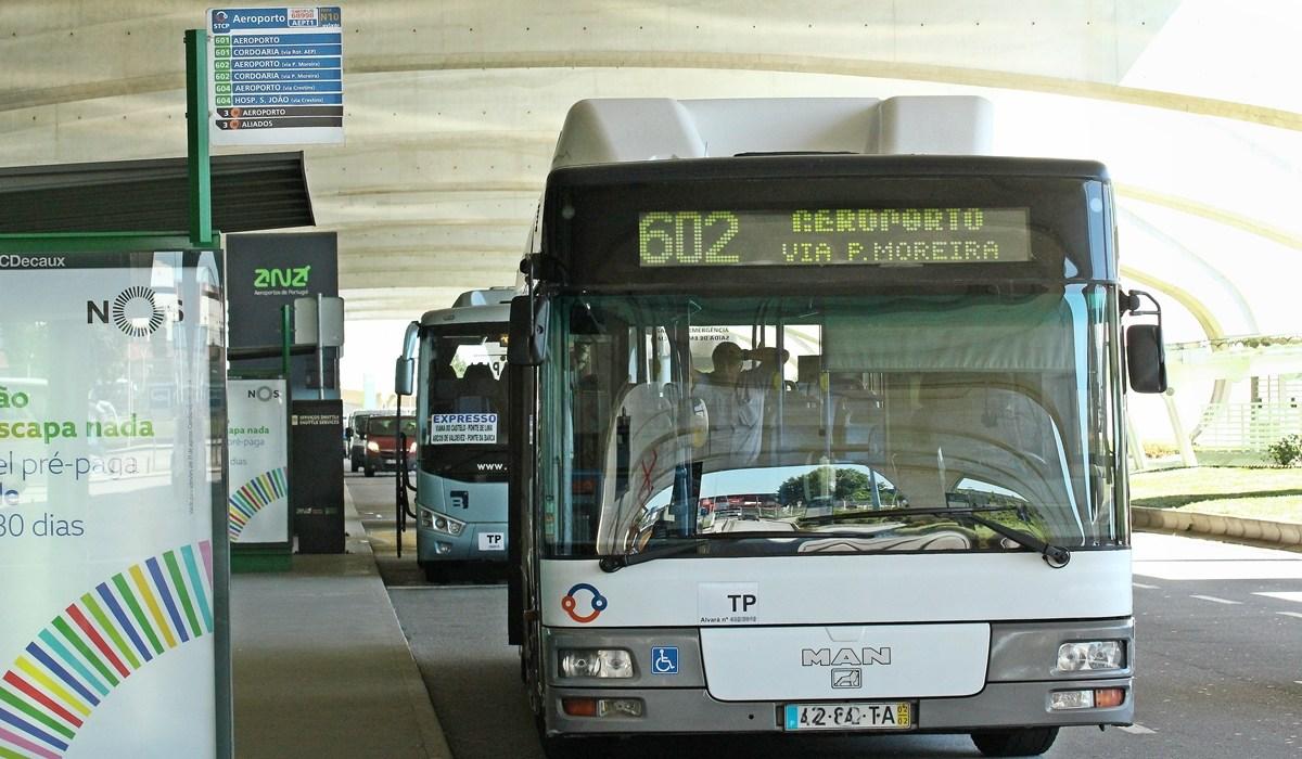 Автобусы из аэропорта Порту в город