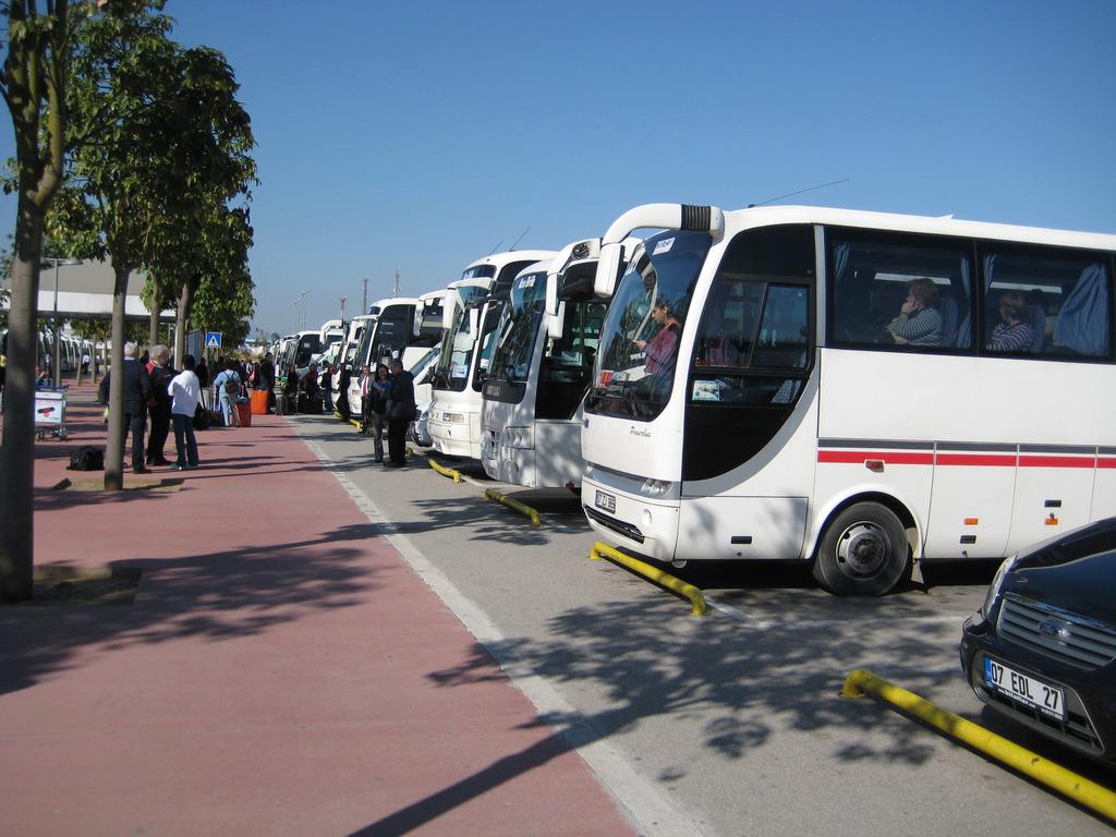 Автобус из аэропорта Анталии в Кемер