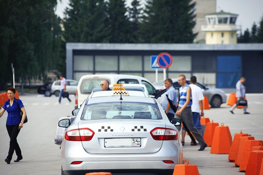 Сколько стоит такси из аэропорта Толмачево до автовокзала